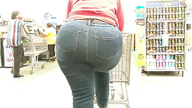 Gigantic ass milf teasing in jeans...
