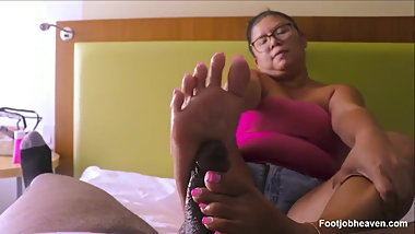 Asian Mature BBW Give A Mean Solejob